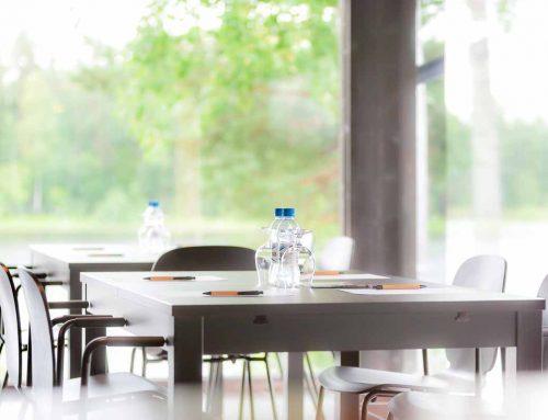 Karhunpesä kokouspöydät